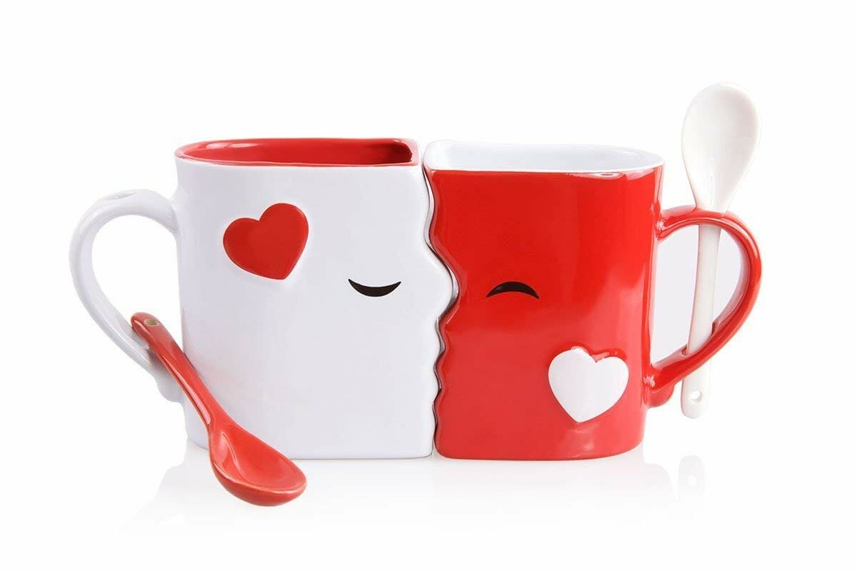 romantic-gifts-for-men-kissing-mug