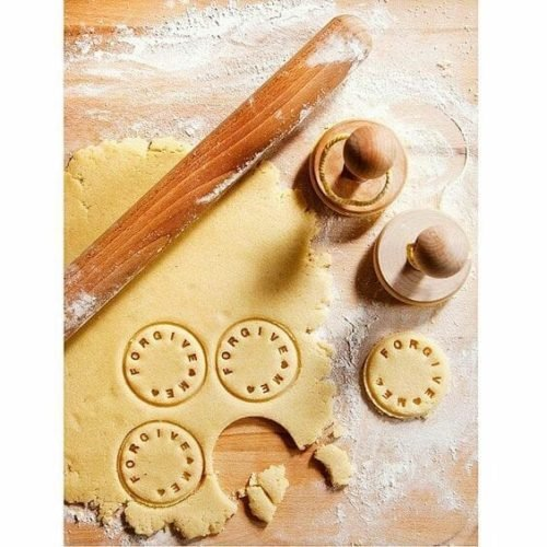 gifts-for-bakers-customizable-cookie-stamp