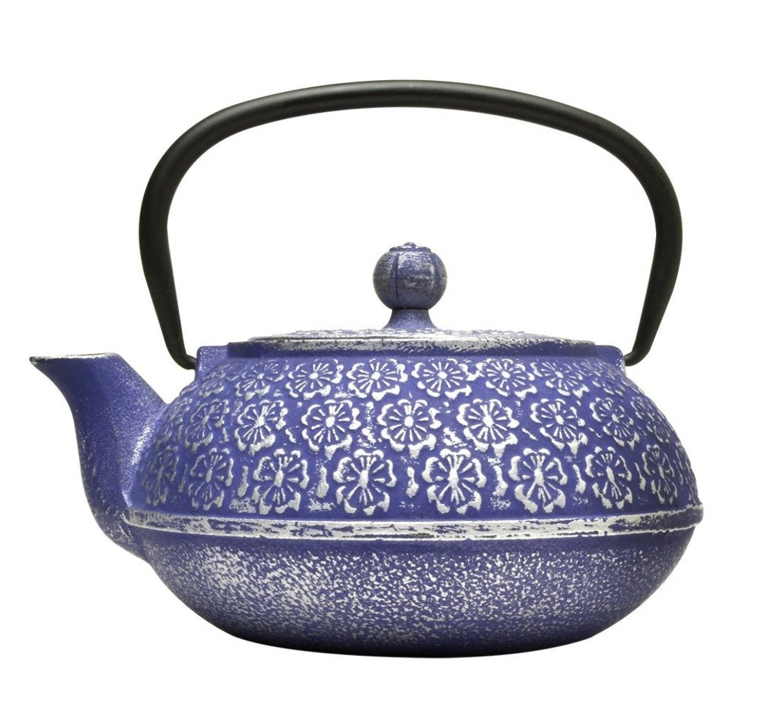 gifts-for-tea-lovers-cast-iron-pot