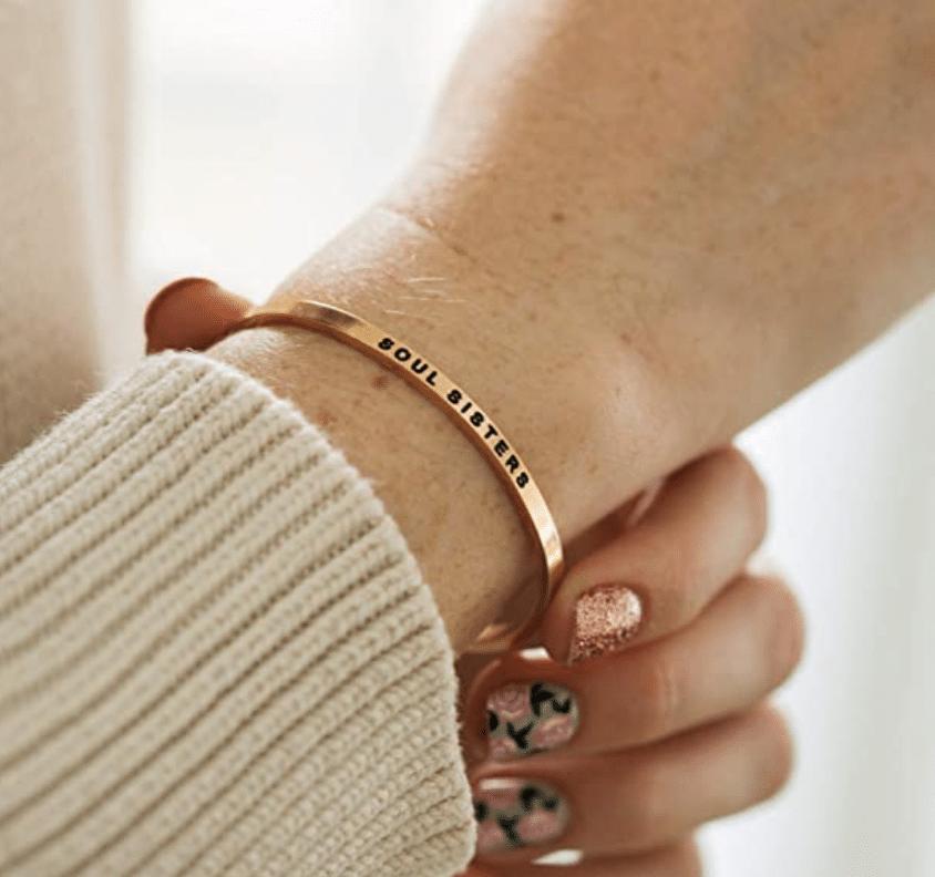 sentimental-gifts-for-best-friend-bracelet