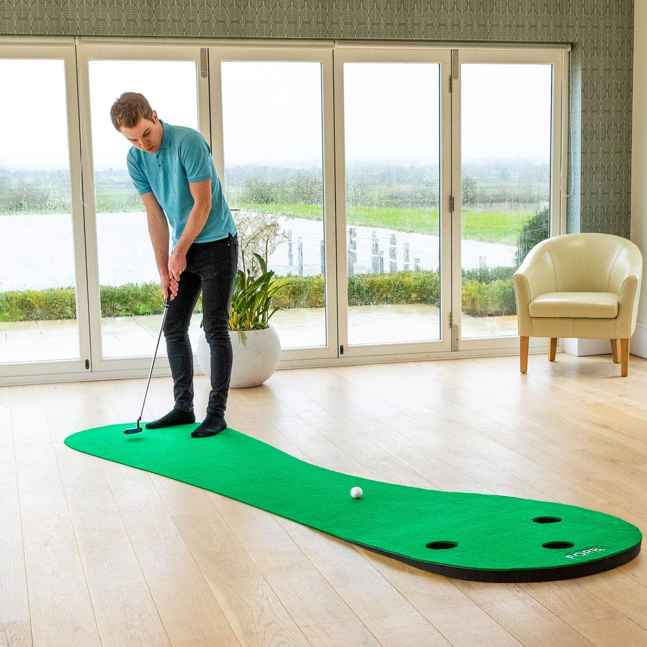40th-birthday-gift-ideas-for-men-putting-mat