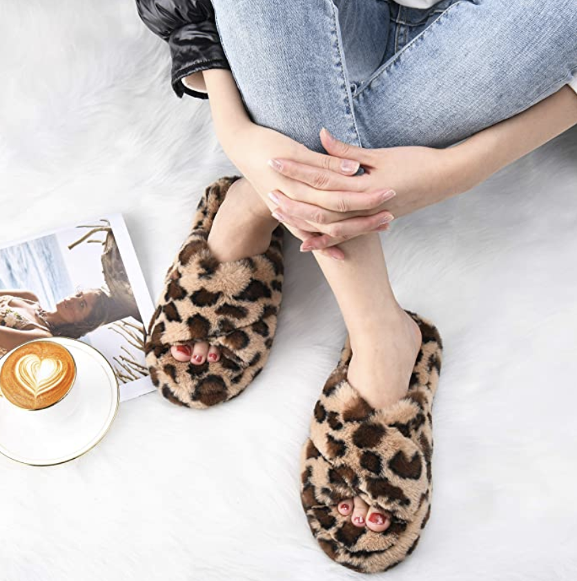 gifts-for-women-in-their-20s-slippers