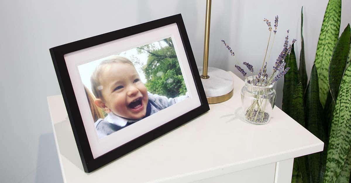 gifts-for-elderly-women-digital-photo-frame