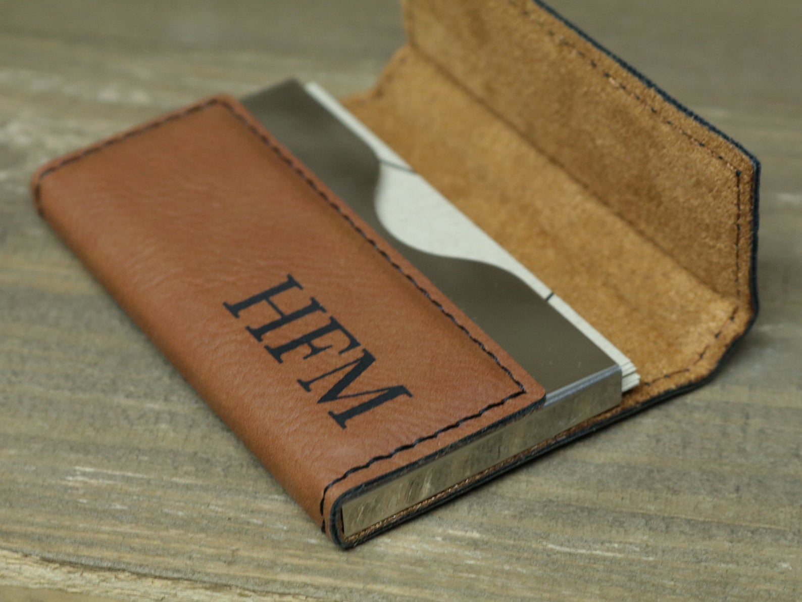 gifts-for-boss-monogram-business-card-case
