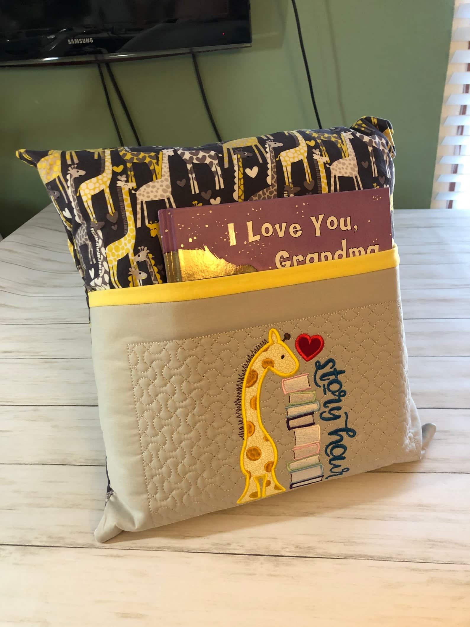 giraffe-gifts-reading-pillow