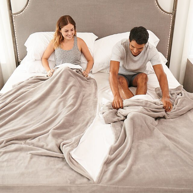 his-and-hers-gifts-bedding