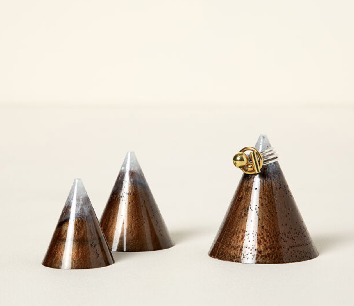 gifts-for-skiers-ring-holder