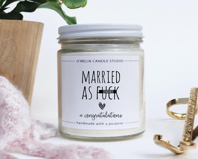 gifts-for-newlyweds-candle