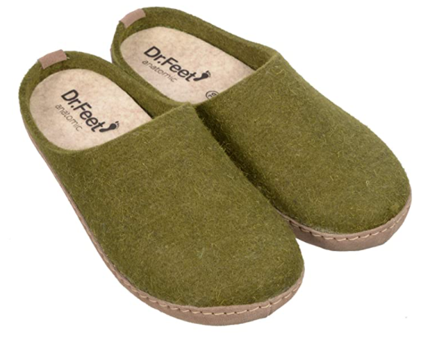 gifts-for-7th-anniversary-slippers