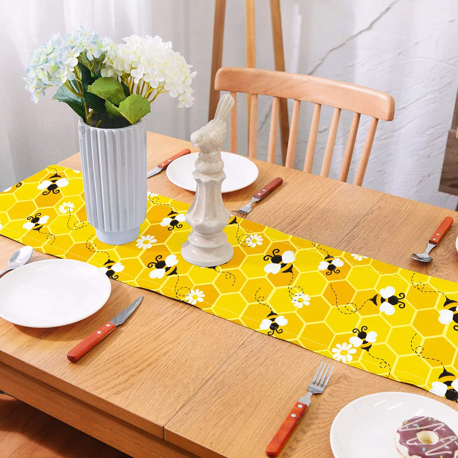 bee-lover-gifts-table-runner